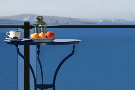 DSI Digger C70 with Tempered Glass & Aluminum Post near table at the sea